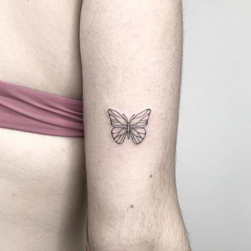 Tattoo Maripoza minimalista