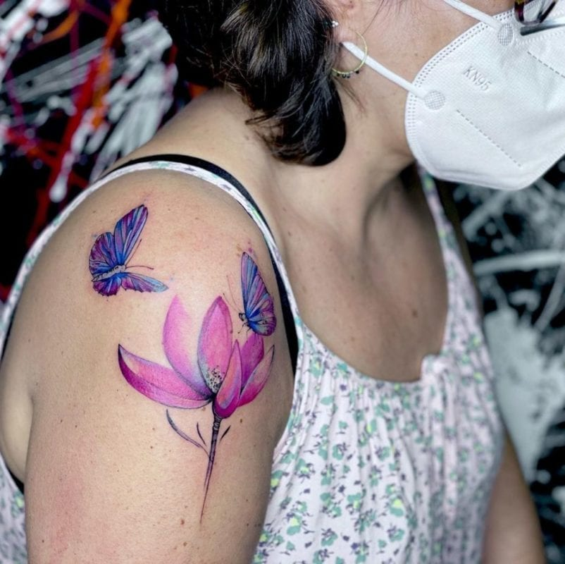 Tattoo mariposas y flor