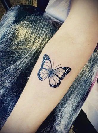 Tattoo mariposa fine line
